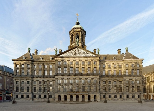 royal-palace-of-amsterdam-facade